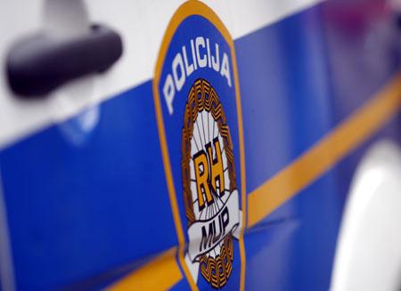 Kraj Baćine smrtno stradao vozač motocikla u sudaru s dva osobna vozila